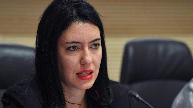 """Sa ministra Azzolina: """"Ancora non si scit candu torrant a oberri is scolas"""""""