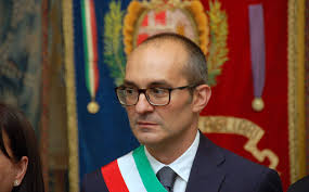 """Non bessais de domu po Pasca Manna"", aici su sindigu de Casteddu"