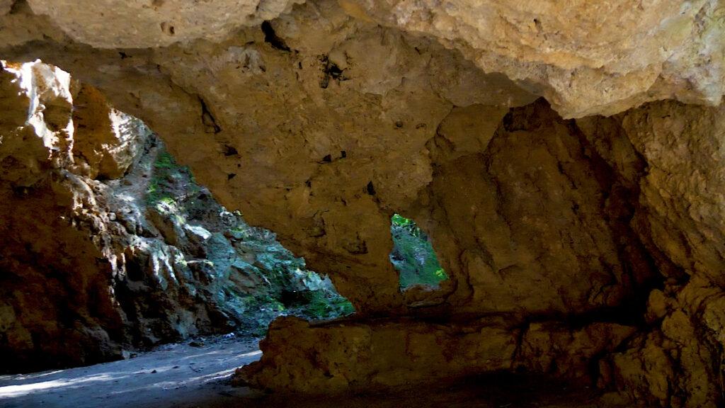 grotte allinterno del parco