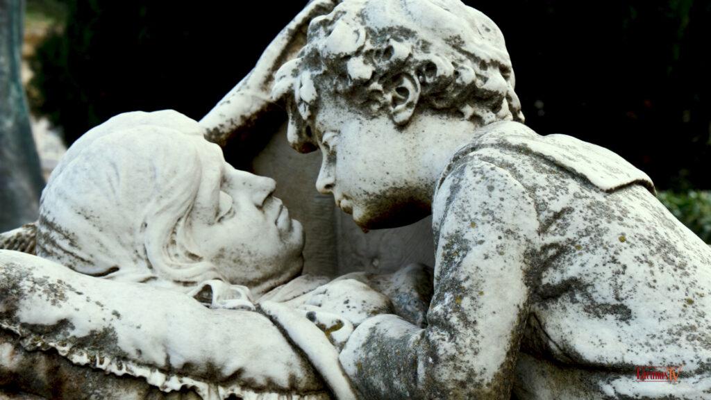 24.. il cimitero di bonaria il bacio